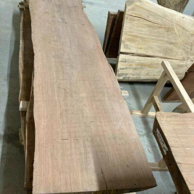 Titor tvrdé dřevo s hnědočervenou barvou